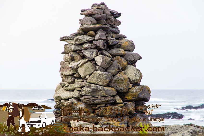 石川県舳倉島(へぐらじま) なぜここまでして石を積むのか...