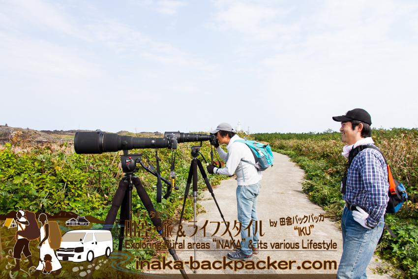 石川県舳倉島(へぐらじま) で出会ったカメラマン兄弟。その望遠レンズの額は100万円以上!すごいなぁ!1 million yen lens camera man brothers at Hegura Jima island.