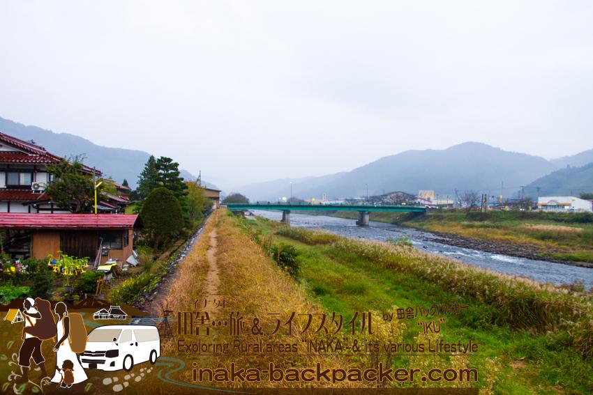 飛騨国府駅から歩き、回転寿司での食事。