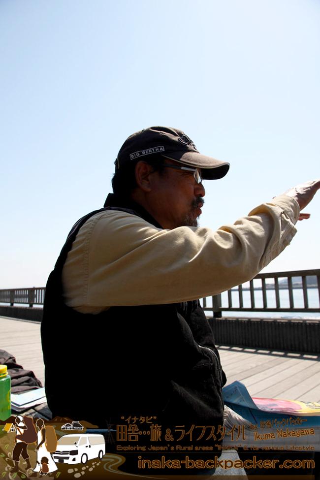 熊本県天草市牛深 – 北海道からハイエースで旅をしている二階堂隆夫さん。話し始めるととまらないが、面白い人だ
