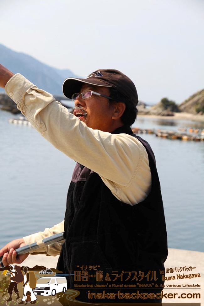 熊本県天草にて、クルマ旅の二階堂さん、釣り竿は自給自足できる旅道具