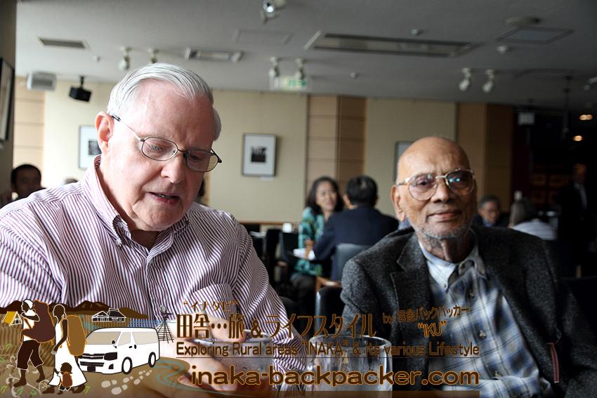 東京有楽町の外国人記者クラブ/The Foreign Correspondents' Club of Japanにて。ハウクさんと、ハウクさんの友人チャックさん。