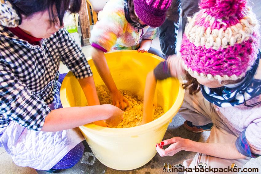 味噌作り 麹 塩 豆 混ぜる