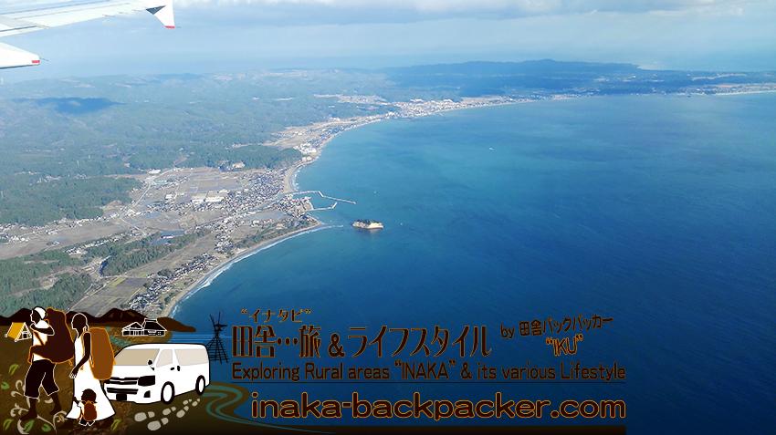 羽田空港から能登空港へ。珠洲の見附島や、能登半島の先端を上空から眺める。