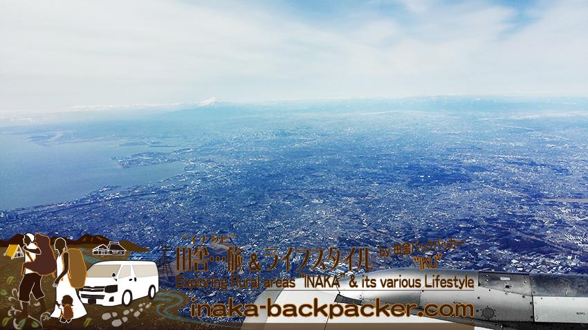 富士山の空撮。能登空港から羽田空港へ。右側には、富士山が見える。