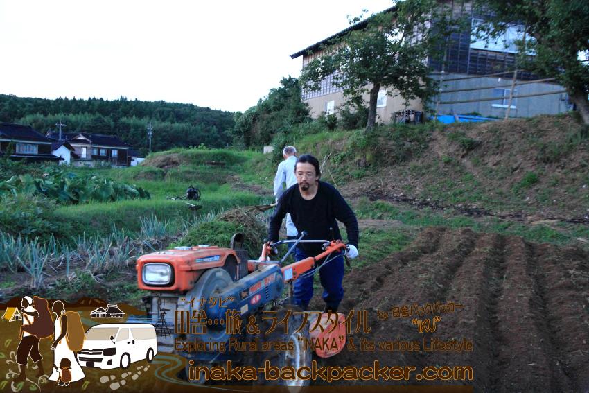 """近所の新田信明さんの畑を手伝いながら""""食""""をつくる。農家ではないので""""専業""""というわけにはいかないが...少しづつ少しつづ。"""