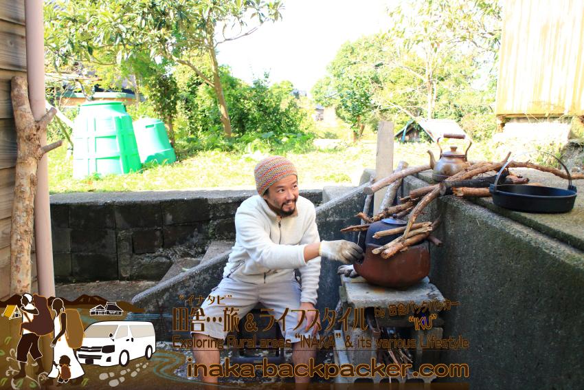 能登・穴水町岩車 - 家の裏で風炉と茶釜を活用して、薪料理に薪コーヒー。