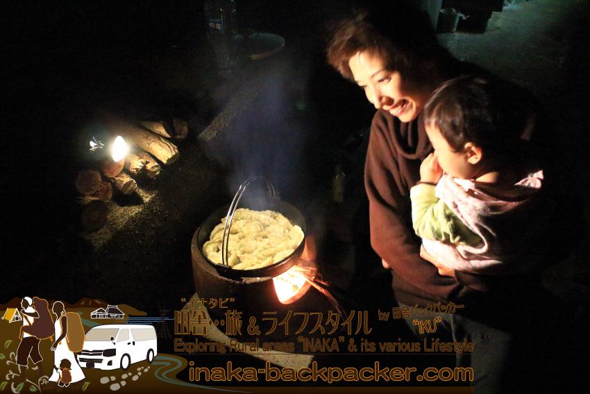 能登・穴水町岩車 - 薪料理。餃子も薪で焼く。