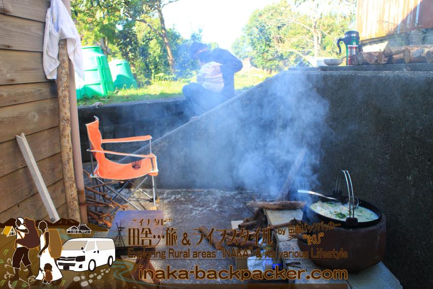 能登・穴水町岩車 - 薪で火を熾してここでリラックスすることも。