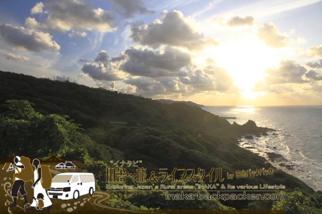 能登先端あたりにある堂ヶ崎(どうがざき)を登りきった「つばき展望台」からの眺め。  こんな景色と遭遇することも...9月下旬17:00ごろ、日が海に沈みかけている。