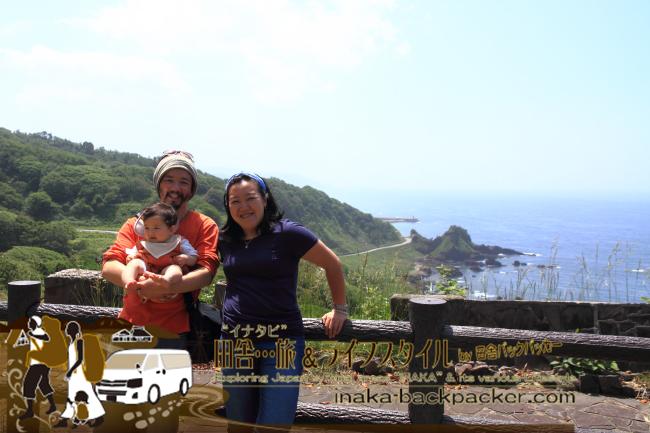 """能登先端あたりにある堂ヶ崎(どうがざき)を登りきった「つばき展望台」へ。インドネシアから来たぼくの友人と能登一周旅へ。""""旅""""と言っても、クルマであれば半日で周ることができる"""