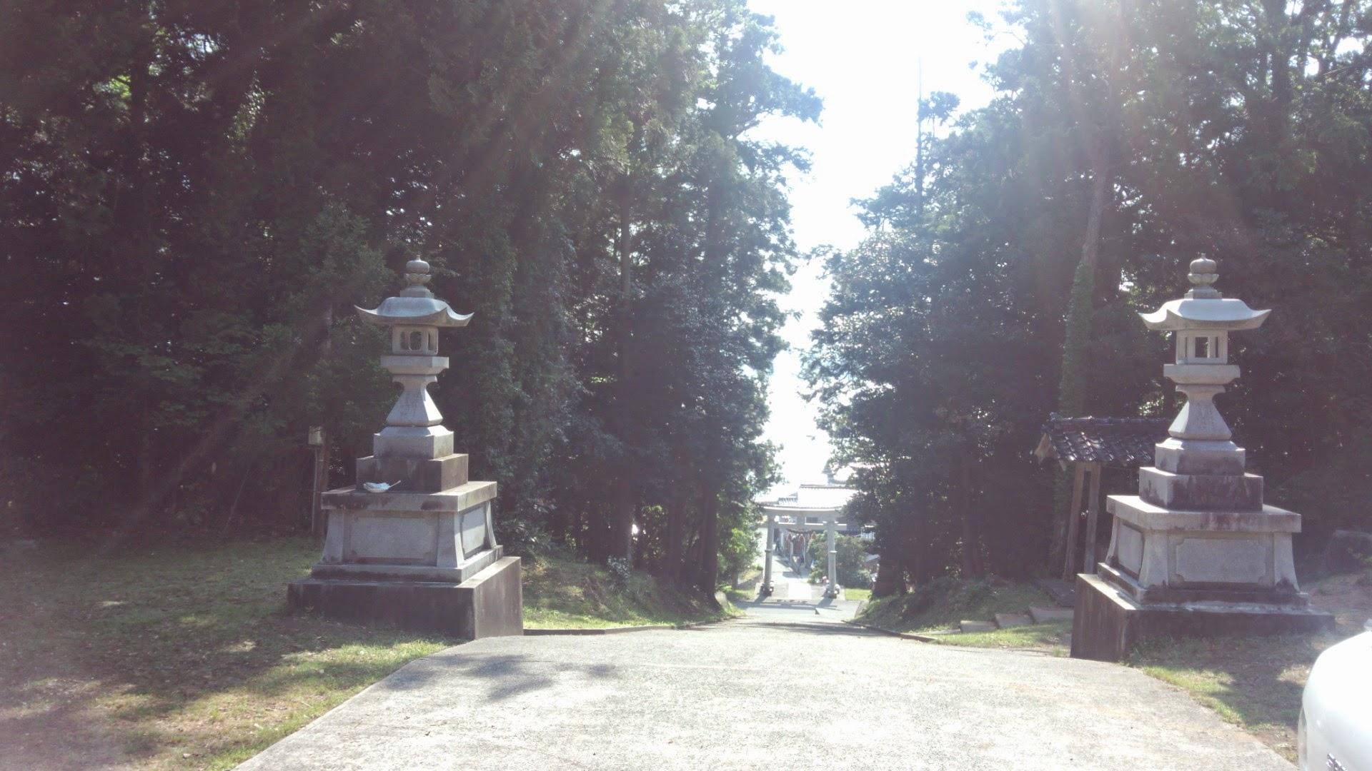 今日はこの海が見える穴水町岩車の奈古司神社で9月のキリコ祭り「当受け」セレモニーがあり、移住後初めてぼくもメンバーに抜擢される