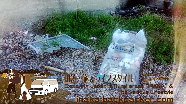 能登・穴水町岩車のプライベートビーチ...砂浜にころがっていたゴミを収集。タイヤ、ホイール、ペットボトルなどいろんなものが散乱していたよ。