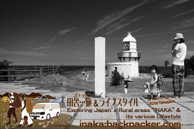 能登・珠洲市禄剛崎灯台(石川県) - まれのオープニング曲の空撮で登場する灯台。このエリアは日本三大パワースポットの一つであり、日本列島の中心でもあるのだ。