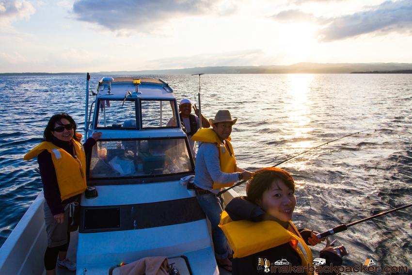 能登・穴水町岩車(石川県) 洋上パーティーと釣り. A party and fishing on a boat