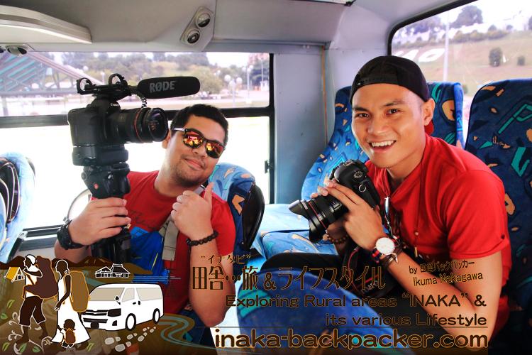ブロガーのみんな、普段は撮影する側だが、今回撮影される側に。カメラマンで、2013年のチャレンジ優勝者のクリスチャンと、ムービーカメラ担当のBJ