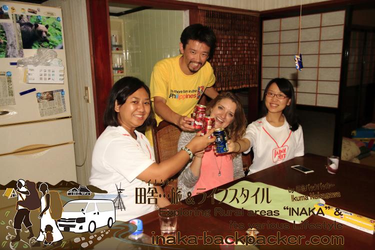 中国、ミャンマー、アメリカ、日本のみんなで、「とり野菜味噌」鍋を楽しんだ。