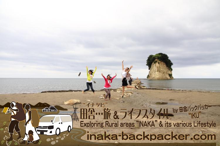 能登・珠洲市(石川県)- ここも「能登といえば」のスポット「見附島(みつけじま)」。一度は...この見附島の上にのぼってみたいところだ。