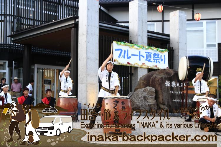 能登・穴水町(石川県) - 「穴水町さわやか交流館プルート」夏祭り。オープニングを、町内の「長谷部太鼓」が盛り上げた。