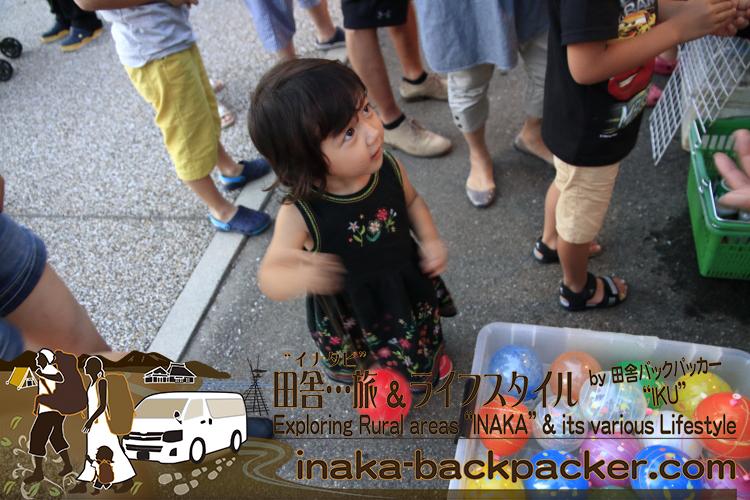能登・穴水町(石川県) - 「穴水町さわやか交流館プルート」夏祭り。娘・結生ちゃんは初ヨーヨー!