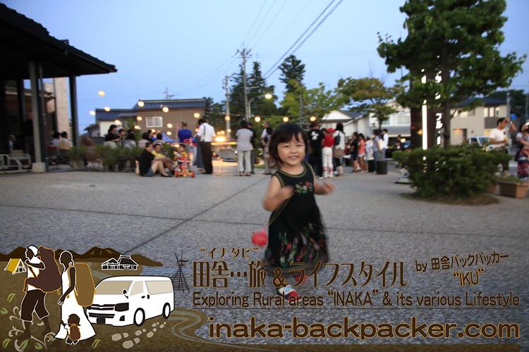 能登・穴水町(石川県) - 「穴水町さわやか交流館プルート」夏祭り。娘・結生ちゃんは初ヨーヨーを持って、走り回っていたよ。