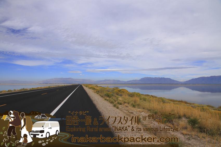 ユタ州グレートソルトレイク・アンテロープアイランド/島へ約10キロ続く道路