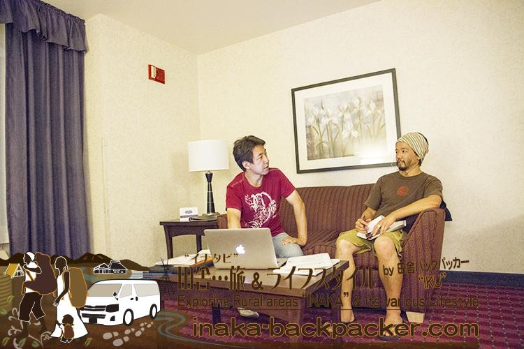 """アメリカ・ユタ州ソルトレイクシティ - 二人とも夜中寝られない初日と二日目...時差ボケが激しい中、こんな感じのホテルでの""""ざっくばらん""""かつ真面目な打ち合わせから始まった。"""