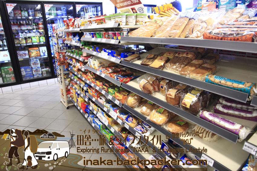 アメリカのコンビニの菓子パン/スナックの棚。