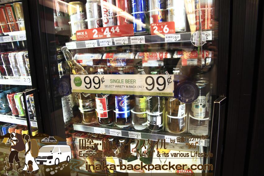 アメリカのコンビニのドリンクコーナー。お酒コーナーは、ミラー、バドワイザーなど大手ビール会社のビールばかり。