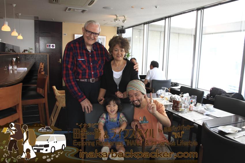 """東京有楽町の外国人記者クラブ/The Foreign Correspondents' Club of Japanのメイン・バーで、ぼくと、ぼくの娘・結生の特別な""""おじぃちゃん""""ドナルド・ハウクさん"""