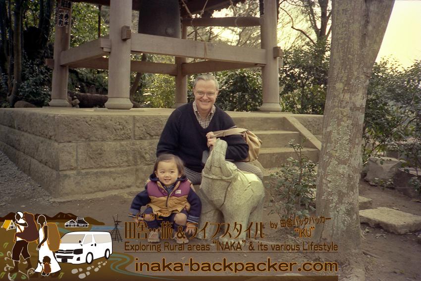 ハウクさんとぼく。鎌倉にて。もう30年以上も前。こう見ると娘・結生とぼく...似てる...