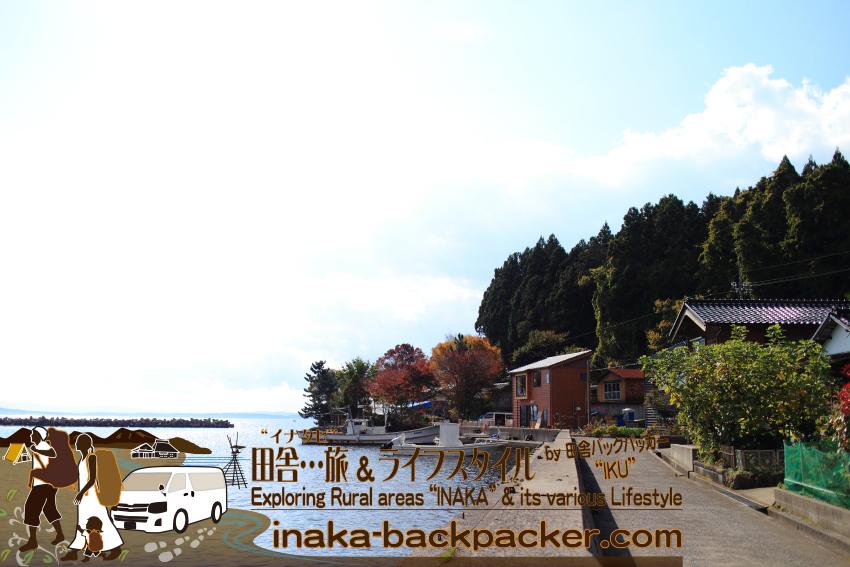 穴水町中居に移住した齋藤さん夫婦の牡蠣を中心にした食堂「Coast Table (コースト・テーブル)」。穏やかな湾沿いでロケーションは最高だ。