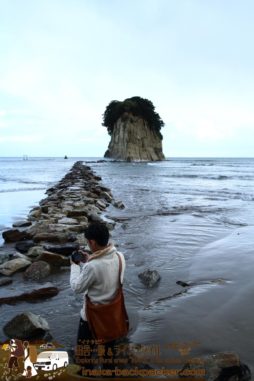 能登を象徴する巨大な自然 珠洲の見附島(みつけじま)、別名・軍艦島
