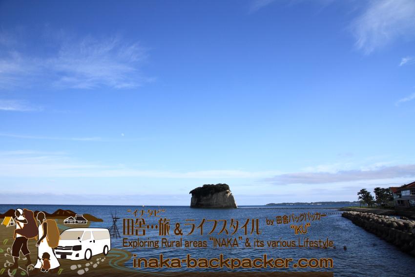 珠洲・見附島を横から見ると...