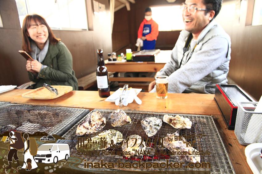 車中泊雑誌のライター稲垣朝則(いながき とものり)さんもここ「穴水駅ホームあつあつ亭」を取材しにきた。