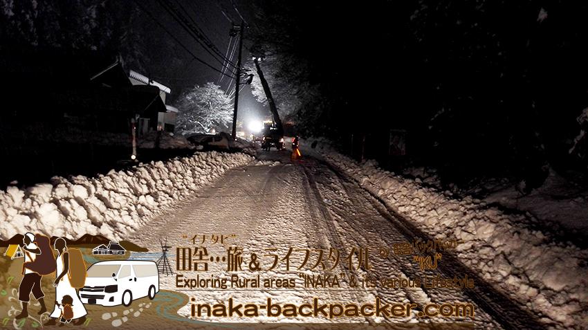 能登・穴水町岩車 - 大雪の翌朝。昨日は15:00ごろから通行止めとなっていた道は一車線がオープンした。