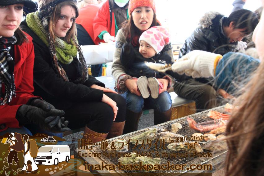 能登・穴水町岩車(石川県) - 雪中ジャンボかきまつり。焼くのは牡蠣だけでない!2016年の牡蠣祭りは今月/今週末の30日(土)と31日(日)