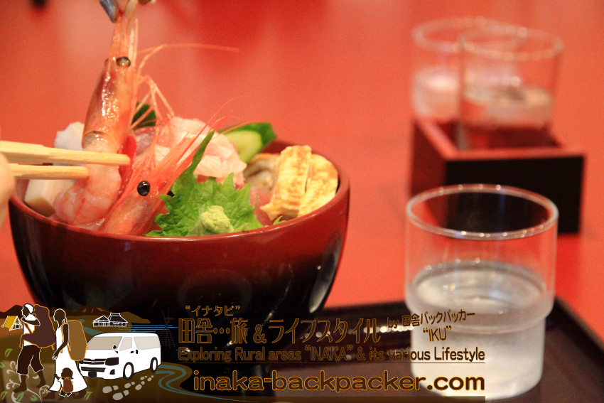 能登・輪島市(石川県) - 能登一周中。能登空港を出発し、まずは輪島のキリコ会館そばにある「喜芳(きよし)」で昼食。海鮮丼(1620円)。輪島で捕れた新鮮な魚介類のどんぶり。
