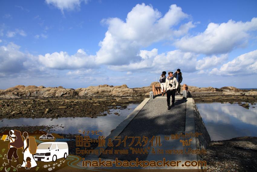 能登・輪島市(石川県) - 能登一周中。海水天然プールがある「鴨ヶ浦(かもがうら)」。雨の予報だったが...晴れに!