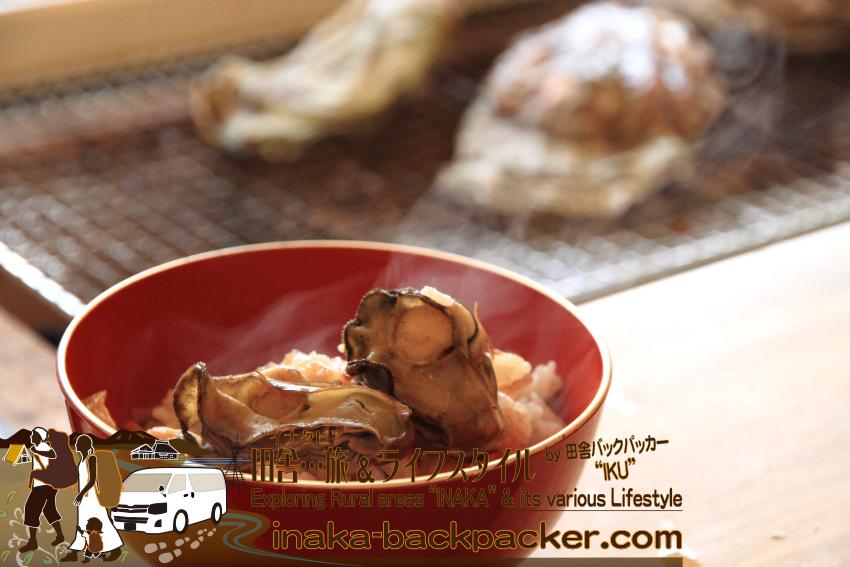 能登・穴水町中居(石川県)の「Coast Table(コースト・テーブル)」での牡蠣ミニフルコース(2400円)7人分。最後も牡蠣で〆る!美味しそうな牡蠣ご飯。