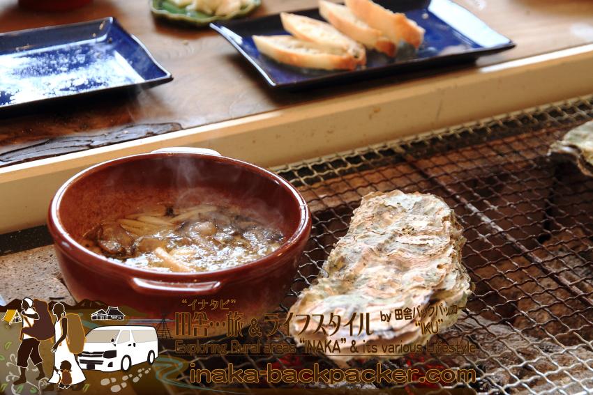 能登・穴水町中居(石川県)の「Coast Table(コースト・テーブル)」の牡蠣アヒージョ。炭火で焼いた牡蠣を、あまったオイルに揚げて食べると...また美味しくなる!