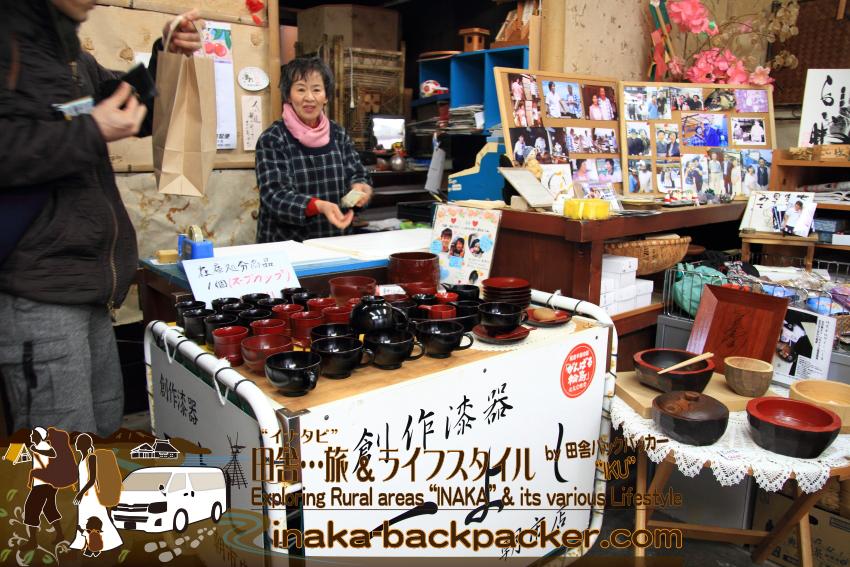 能登・輪島市(石川県) - 「朝市」の漆器店「一よし」。気さくなお店の方だった。