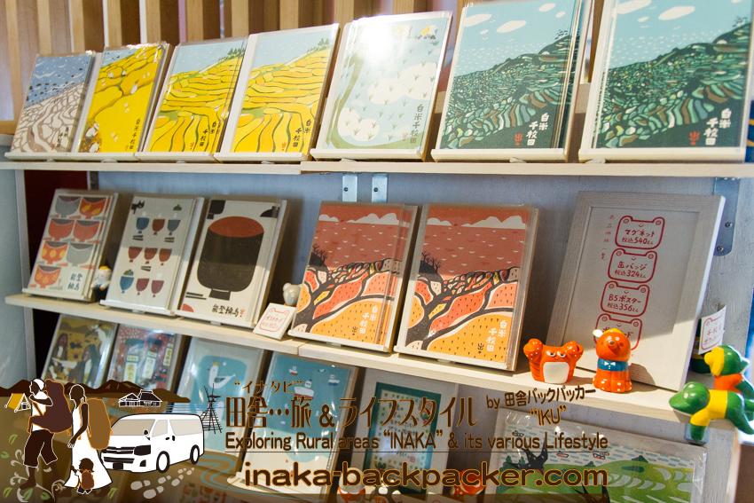 道の駅 白米千枚田の売店。カワイイイラストのポストカード
