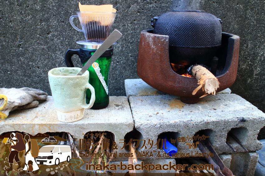 朝は薪コーヒー。冬は悪天候のため、さすがに薪を活用した料理はできないけどね。