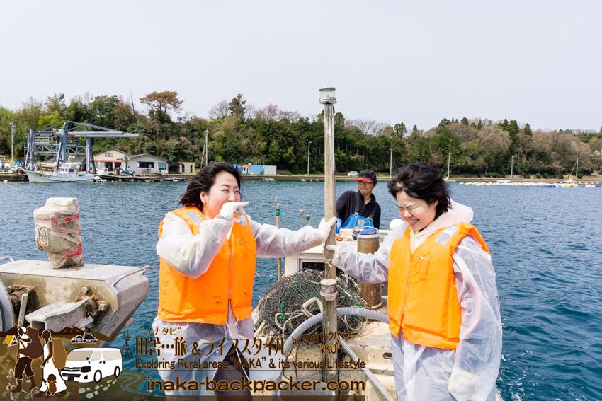 田舎体験 牡蠣漁師の河端譲さんの指導のもと、牡蠣の水揚げへ出発