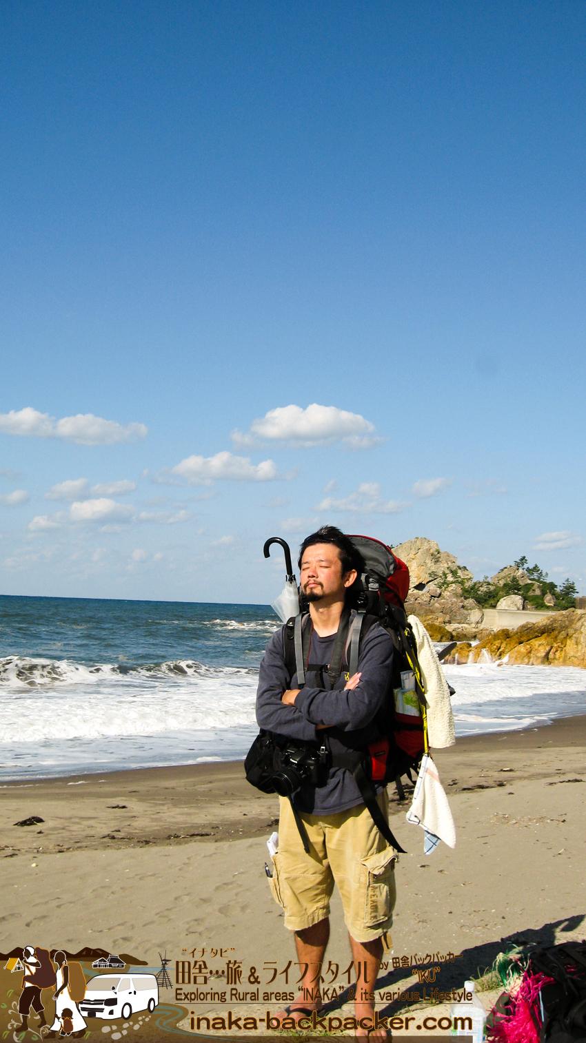 石川県輪島市 - 曽々木の「垂水の滝」へ向かう。その途中の景色。砂浜を見つけた。ここでサーフィンもできるんじゃないかな...?!