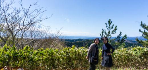 輪島 高州山にて。東京の浦和恭子(ヤスコ)さんと富山の袖野安代(ヤスヨ)さん
