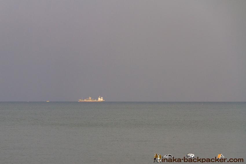 新潟県 浦本駅 海岸線沿い タンカー船