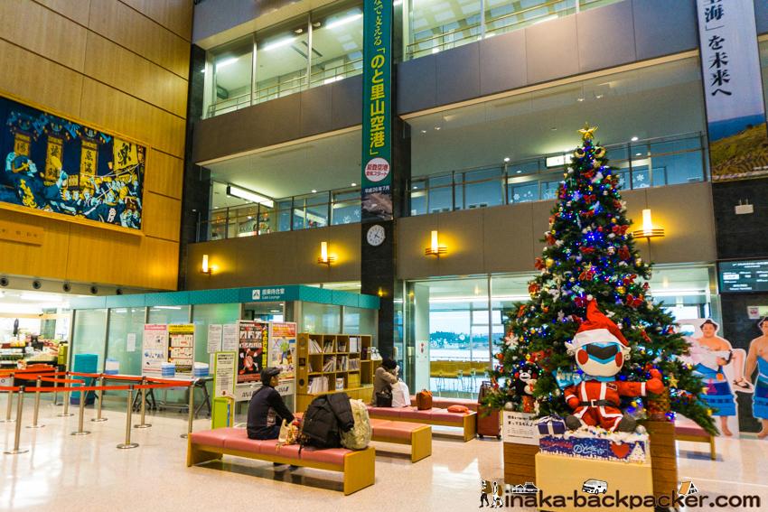 能登空港 クリスマスツリー 出発ロビー