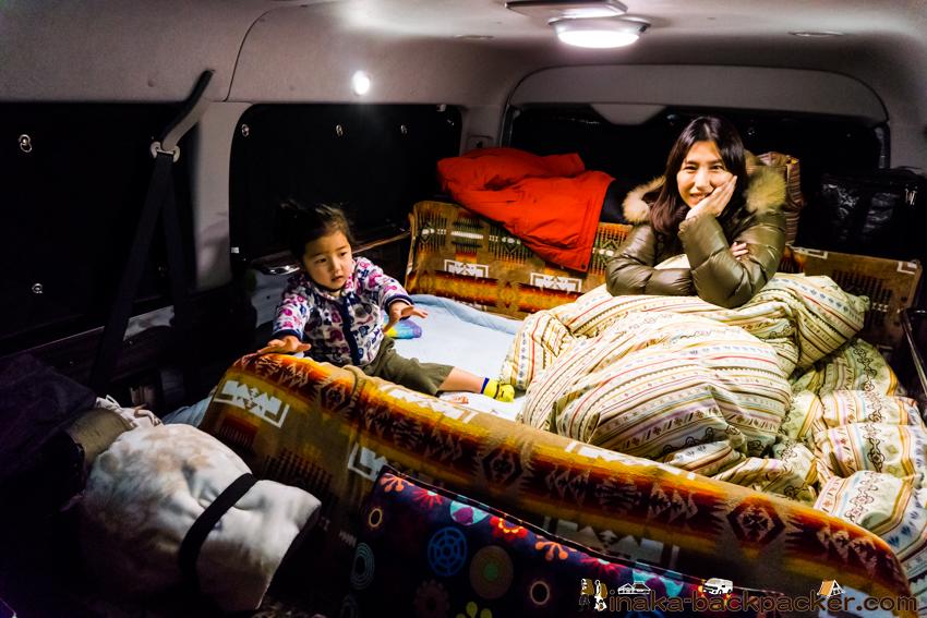 ハイエース 車中泊 ベッド 快適 羽毛布団